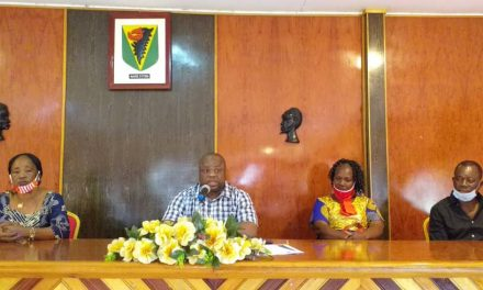 Oyem: le démarrage des travaux de construction du nouveau Marché Municipal et le délogement des Commerçants au coeur d'une réunion entre le Conseil municipal et les responsables des organisations de commerçantes