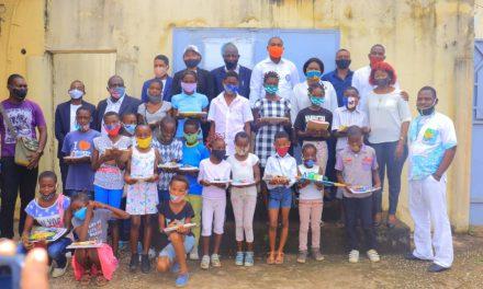 Gabon: Remise des kits scolaires par la coopérative des jeunes Owendois pour l'émergence(COPE) au quartier Akournam2