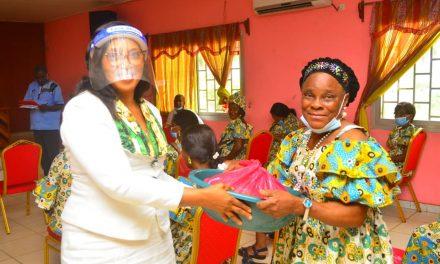 Oyem/Journée Internationale de la femme: Le couple municipal offre des kits alimentaires aux veuves