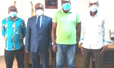 Oyem/Déploiement du marché graine: Le Coordinateur Général Calixte Mbeng rencontre le maire Christian Abessolo Menguey