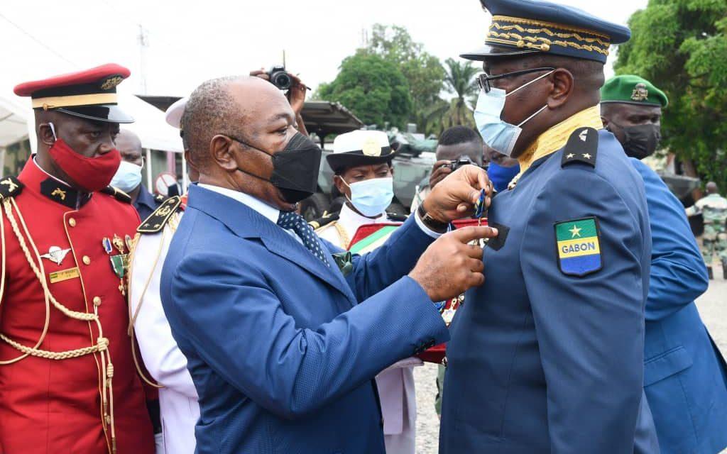 Gabon/Groupement blindé d'intervention : 46 sapeurs-pompiers élevés au rang de chevaliers du mérite gabonais par le chef de l'État