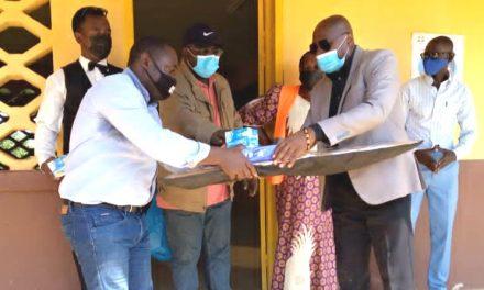 Moabi: Le maire Dieudonné Mangala en soutien aux établissements de la ville par un  réconfort aux apprenants