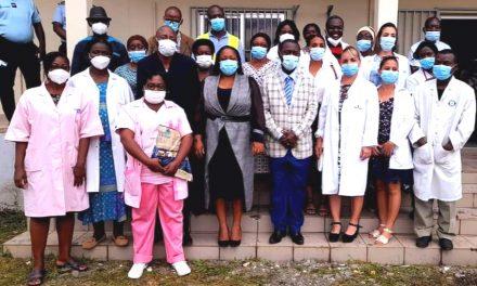 Gabon/Lutte contre le paludisme :Camélia  Ntoutoume Leclercq offre un lot de moustiquaire imprégnées au centre médical de Ntoum