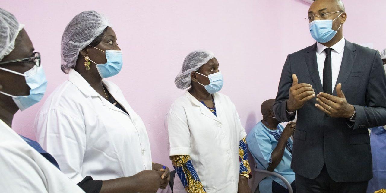 Gabon/Vaccination contre la Covid-19 : Le ministre de la Santé en visite de supervision des centres de vaccination du CHU d'Owendo et des centres de santé d'Awendjé et de Nzeng-Ayong