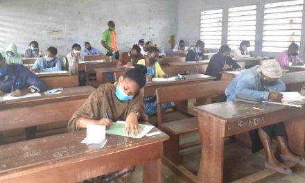 Nyanga : L'élite Edgard Anicet Mboumbou Miyakou offre gratuitement des cours de soutien aux élèves en classes d'examens dans l'attente du BEPC & BAC 2021.