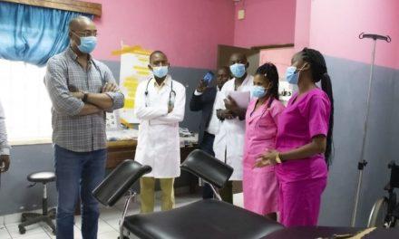 Gabon : Dr Guy Patrick Obiang Ndong en visite dans plusieurs dispensaires à l'intérieur du pays