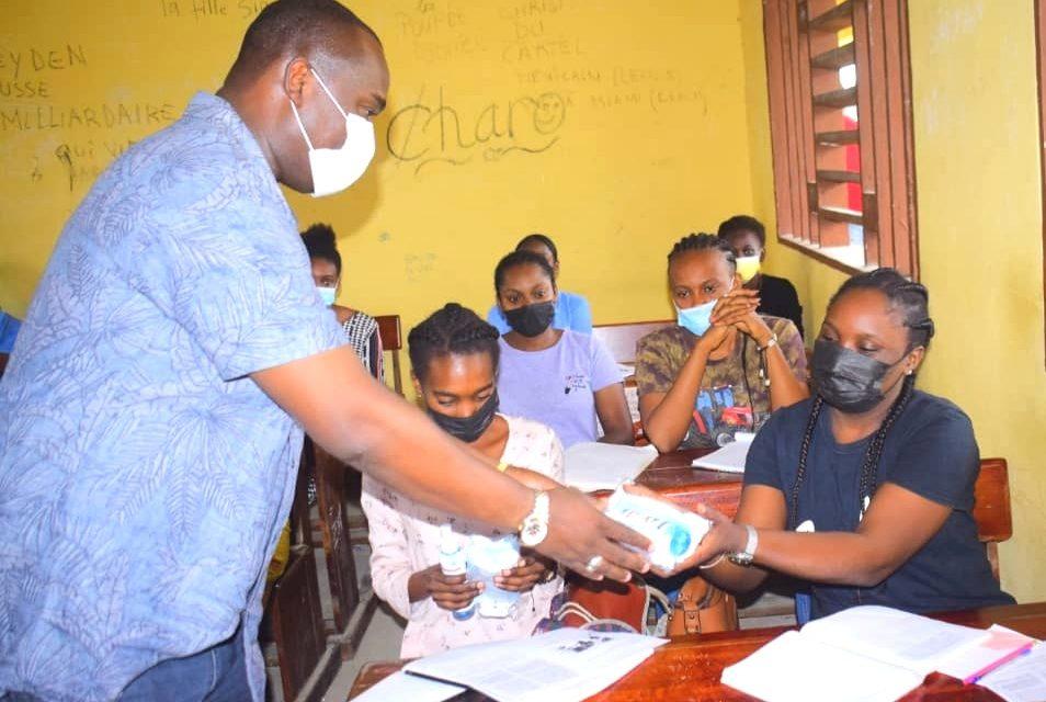 Owendo: Le député Hugues Régis Mayombot met en confiance les futurs bacheliers